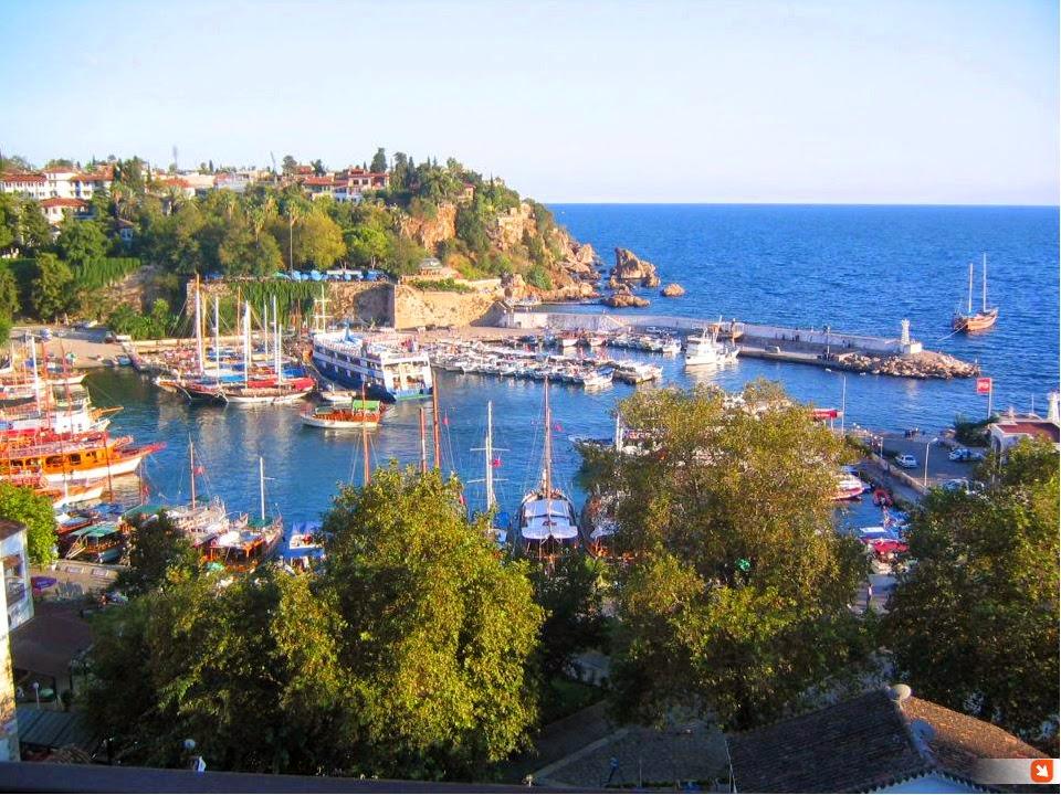 Meravigliosa la vista sull'antico porto di Antalya, Turchia