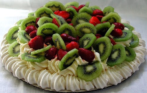 Pavlova, a typical meringue-dessert for Christmas in New Zealand