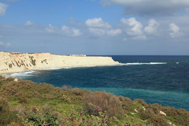 Xrobb L-Ghaġin, rocky beach of Malta