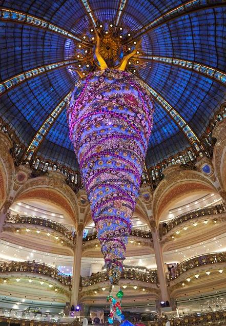 christmas tree at galeries lafayette, paris