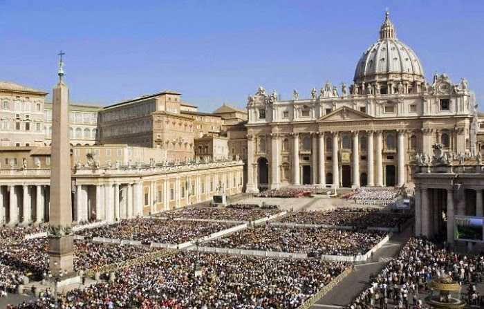 Pope in St. Peter's Square on Easter Sunday Mass