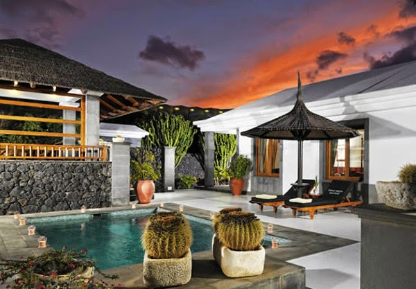 Hotel with swimming pool in Lanzarote
