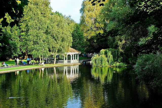 The public park of St. Stephen's Green in Dublin