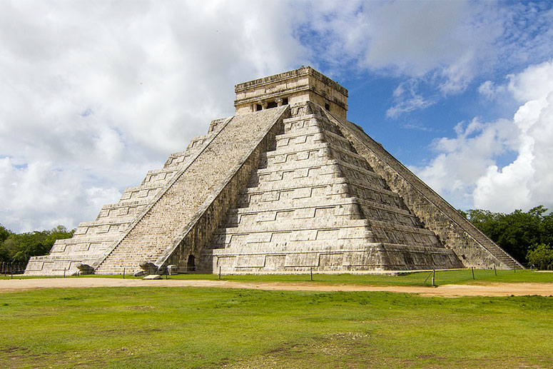 Visit the most famous archaeological site Chichén Itzà, easy distance from Playa del Carmen.