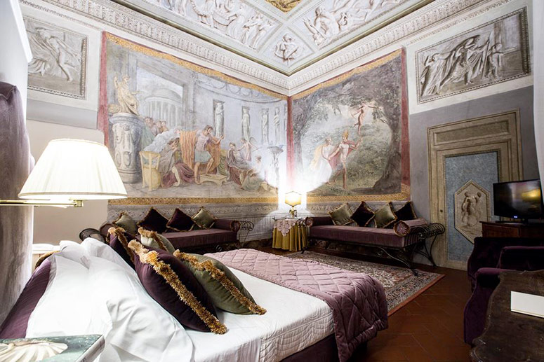 Most Haunted Hotels: Fresco Room at Hotel Burchianti, Florence